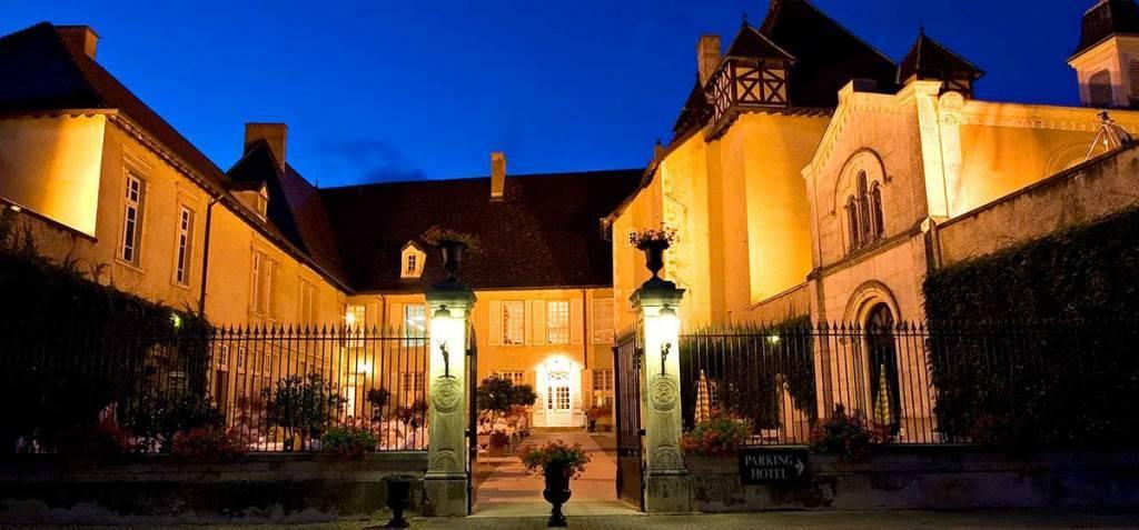 Les plus beaux domaines viticoles en beaujolais actualit vin par vinotrip - Chateau de pizay restaurant ...